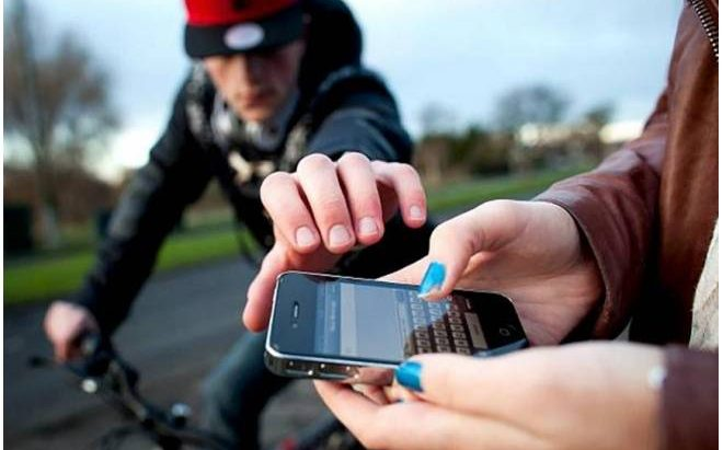 Aumento de roubos amplia oferta de 'falsos' seguros para celulares