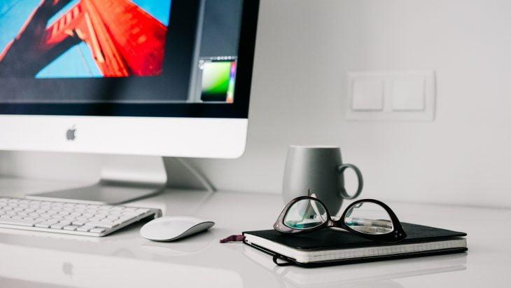 Seguro empresarial cobre equipamentos e móveis durante o home office