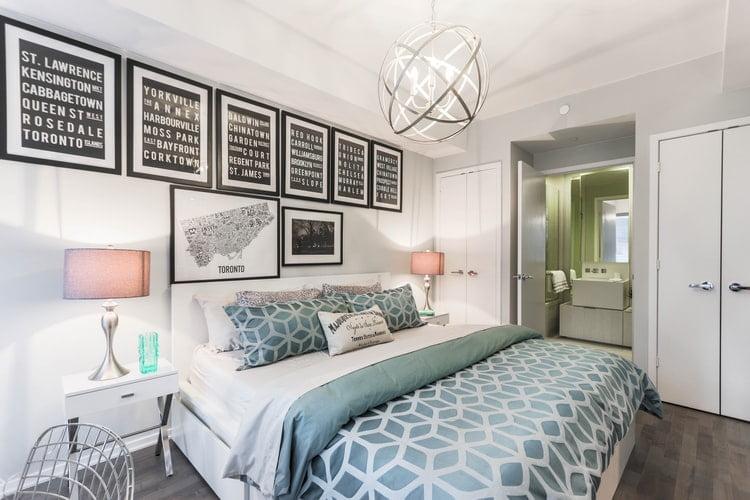 Um quarto bem arrumado para um sono reparador.